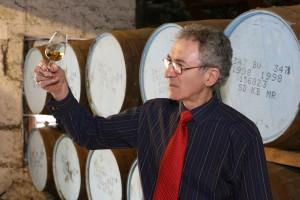 Dennis har koll på det där med whisky.